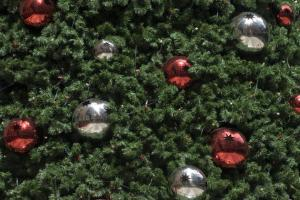 Make A Real Tree The Center Of Your Christmas Decor